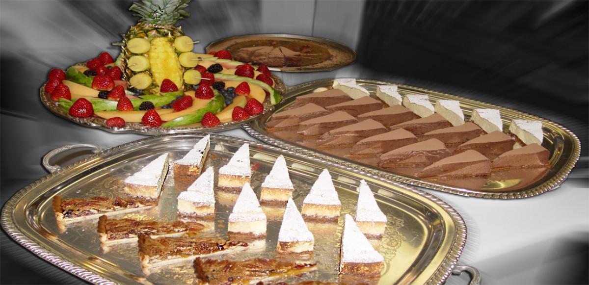 Buffet de gateaux préparer par ChefCedric, chef a Domicile, Traiteur, Aude, Anglais, Français.
